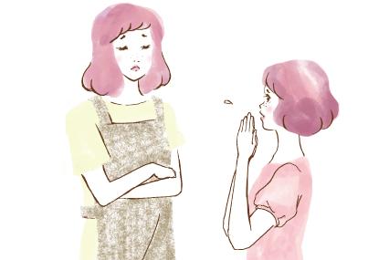 お母さんにお願いごとをするピンクの少女