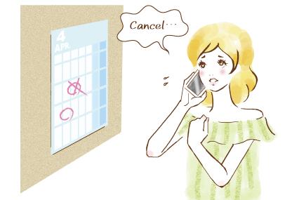 予約キャンセルの電話をかける女性