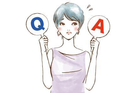 QとAの札を持って困るタカコ