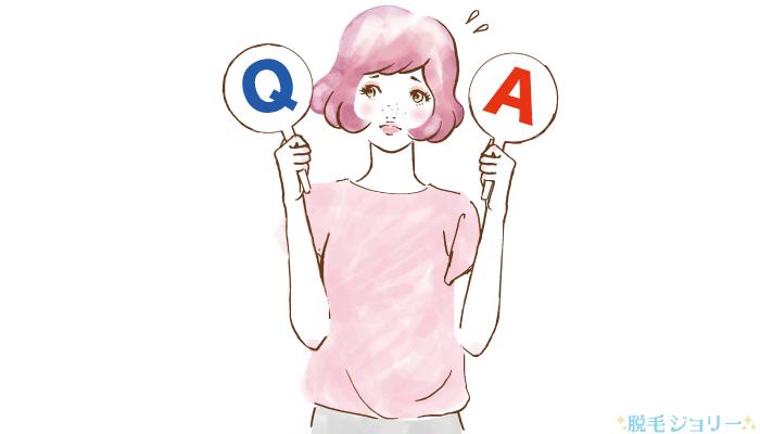 Q&Aの札を上げている女性